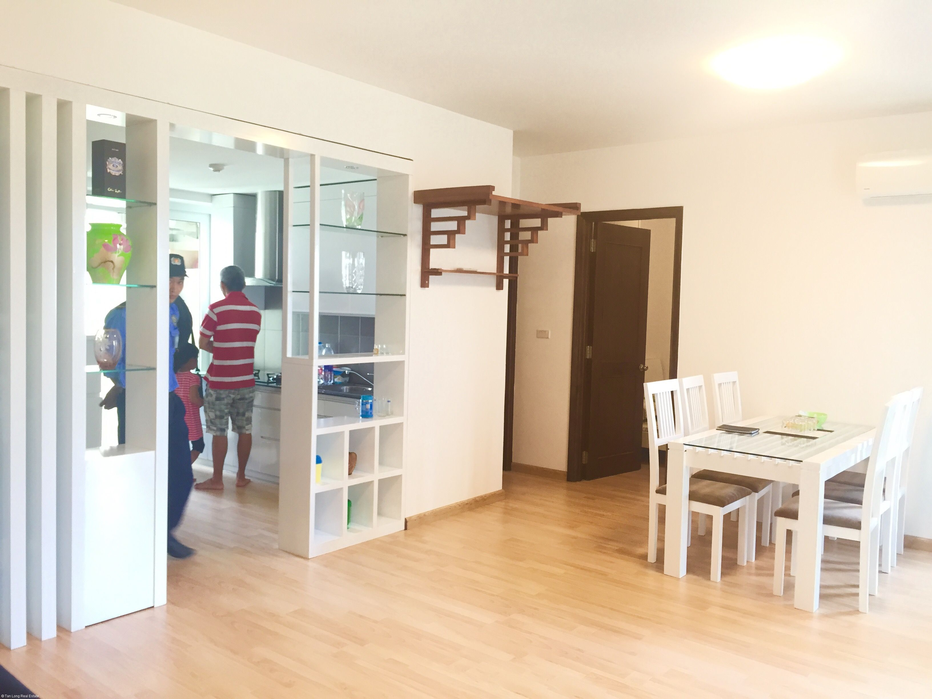 Stunning 02 bedroom apartment for rent in Ecopark, Hanoi.